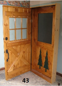 Exterior door with screen door